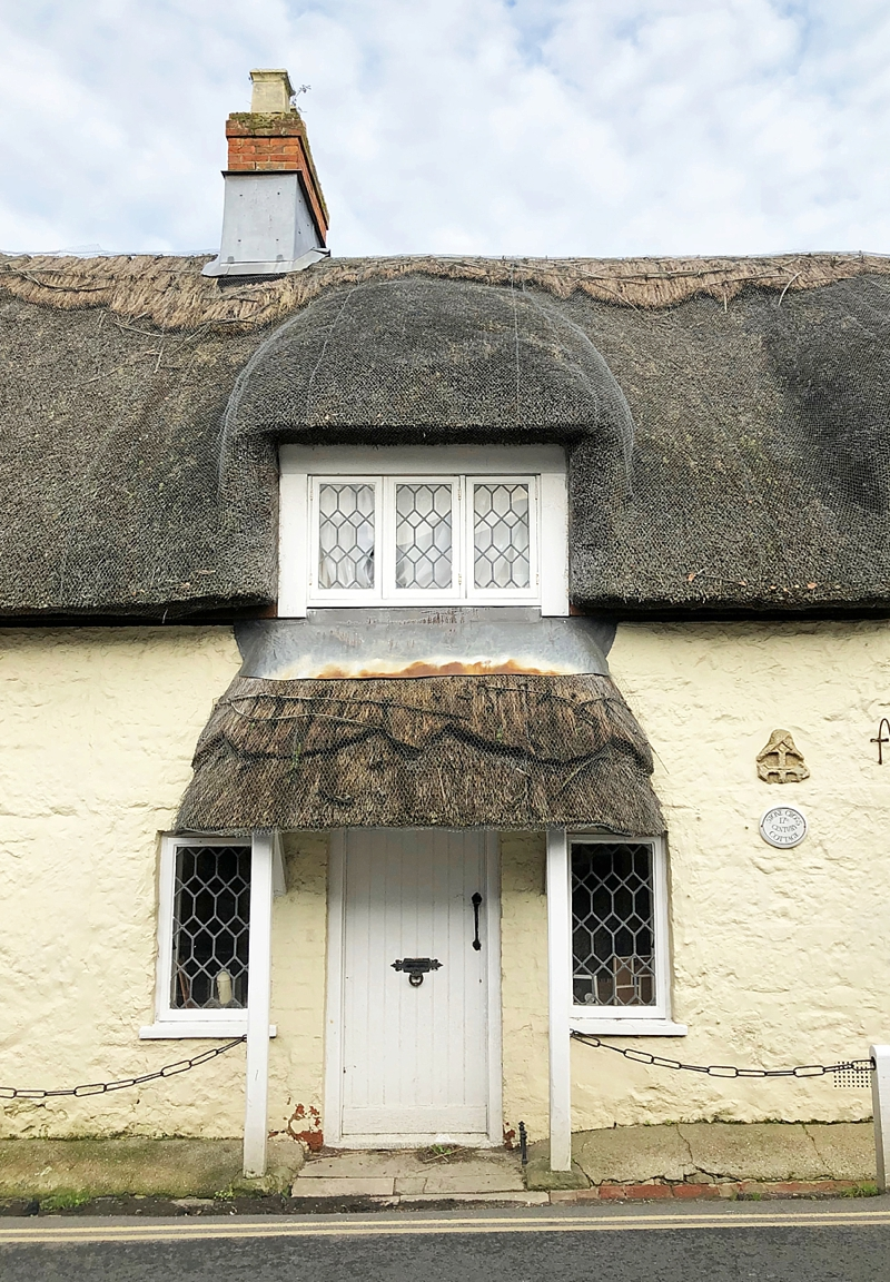 Thatched cottage in Godshill Isle of Wight for a quintessential British honeymoon vacation